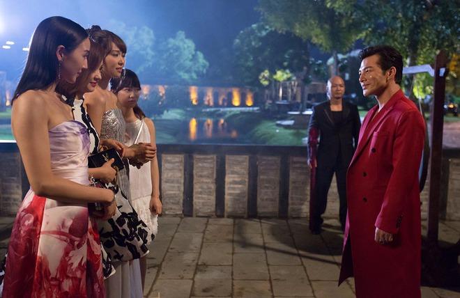 Trần Bảo Sơn hôn tay Tiết Khải Kỳ trên phim trường - Ảnh 3.
