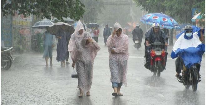 Đối phó với các cơn mưa bất chợt ở miền Nam và bão ở miền Bắc
