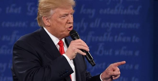 Trump dọa Clinton: Nếu tôi là Tổng thống thì bà đã ngồi tù