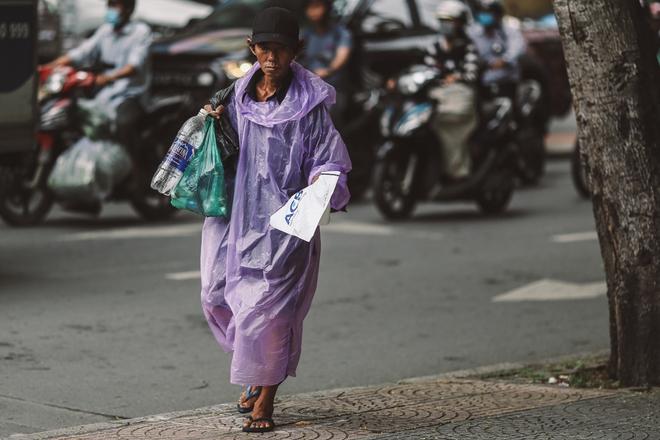 Sài Gòn trở lạnh bất ngờ: Những hình ảnh mưu sinh xúc động - Ảnh 11.