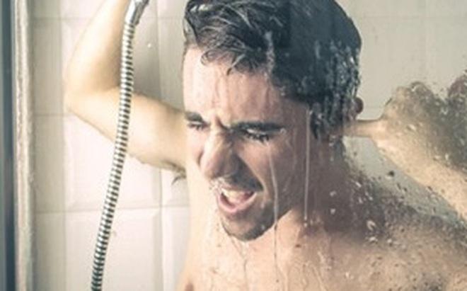 Có nên tắm nước nóng khi trời lạnh?