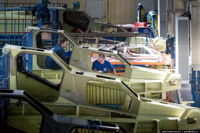 [ẢNH] Thăm nhà máy chế tạo Thợ săn đêm của Nga - Ảnh 4.