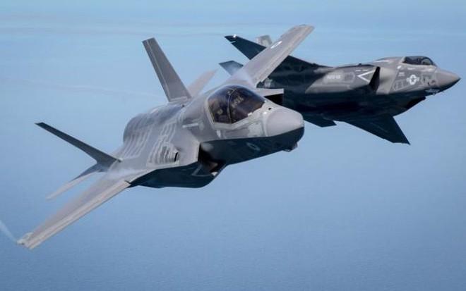 7 ngày qua ảnh: Nữ tiếp viên hàng không tập luyện chống khủng bố - Ảnh 1.