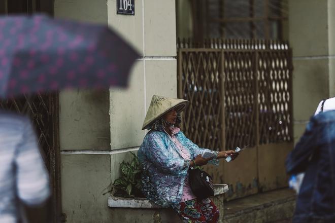 Sài Gòn trở lạnh bất ngờ: Những hình ảnh mưu sinh xúc động - Ảnh 13.