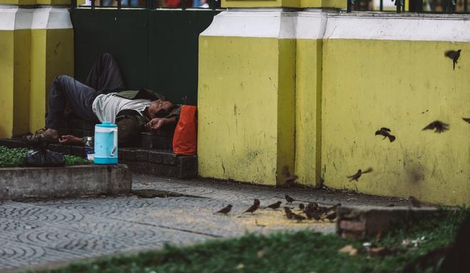 Sài Gòn trở lạnh bất ngờ: Những hình ảnh mưu sinh xúc động - Ảnh 14.