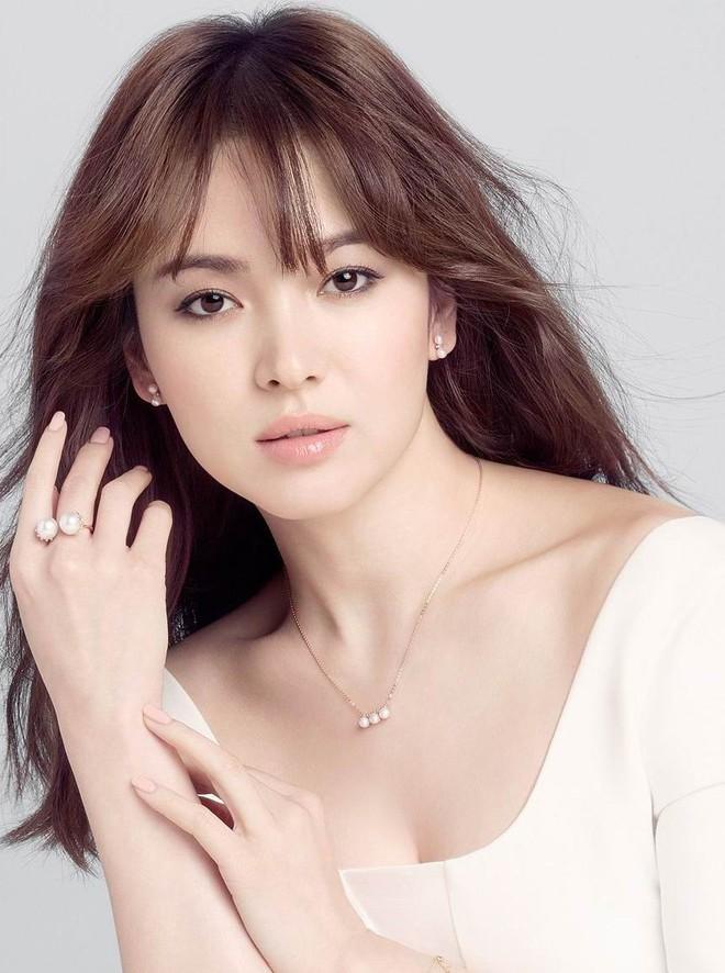 Vừa công khai hẹn hò Hyun Bin, Kang Sora đã bị so sánh với Song Hye Kyo - Ảnh 13.
