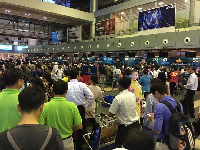 Tiếp viên Vietnam Airlines và hình ảnh khiến người ta cảm mến - Ảnh 2.