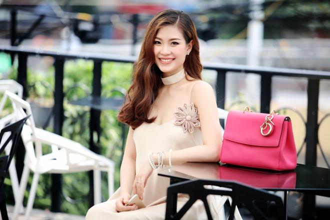 Á hậu Diễm Trang được đưa đón bằng xe sang hơn 10 tỷ đồng - Ảnh 7.