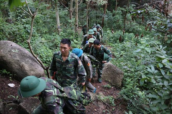 Hàng trăm chiến sĩ ngày thứ 2 tìm kiếm trực thăng rơi ở Vũng Tàu - Ảnh 11.