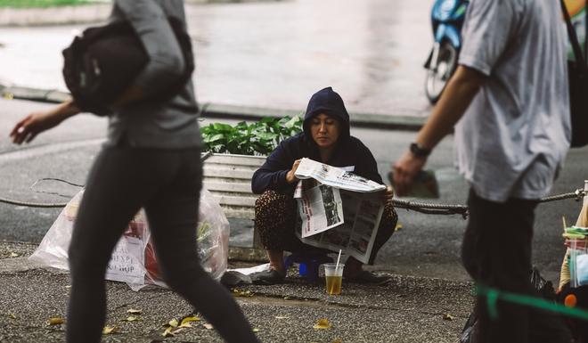 Sài Gòn trở lạnh bất ngờ: Những hình ảnh mưu sinh xúc động - Ảnh 15.
