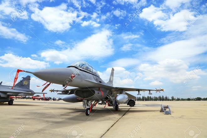 Cho Không quân Singapore thuê căn cứ để luyện tập... được tặng F-16 - Ảnh 1.