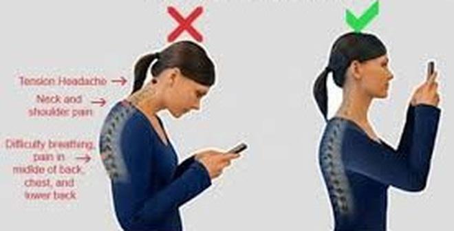 """Cúi đầu xem điện thoại là bắt cổ và xương phải """"nâng tạ"""" tới 27kg"""