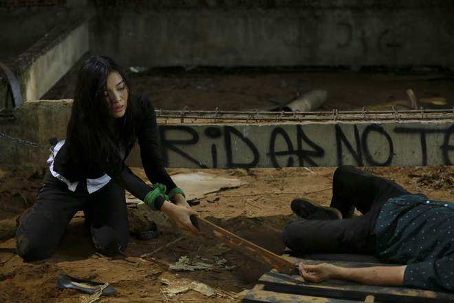 Cao Thái Hà bị tai nạn trên phim trường - Ảnh 4.