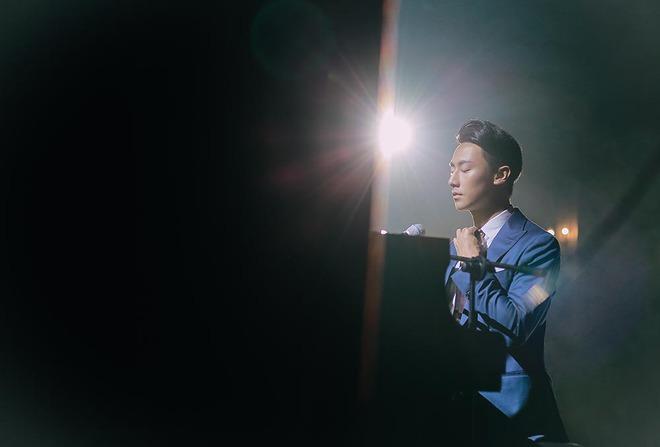 """Rocker Nguyễn khiến khán giả """"bấn loạn"""" khi lấn sân sang ca hát - Ảnh 6."""