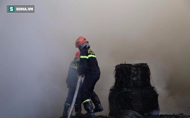[Chùm ảnh] Hiện trường vụ cháy lớn tại khu công nghiệp Ngọc Hồi