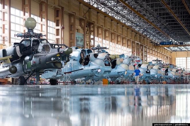[ẢNH] Thăm nhà máy chế tạo Thợ săn đêm của Nga - Ảnh 5.