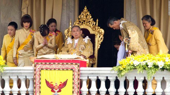 Thái tử kế vị Thái Lan: Một chân dung khác lạ - Ảnh 2.