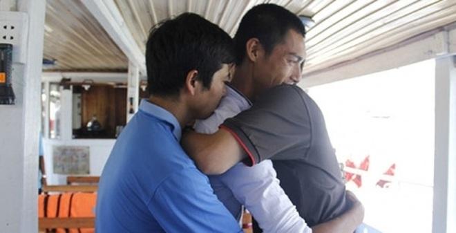 Tàu chìm trên sông Hàn: Nạn nhân và ân nhân ôm nhau khóc