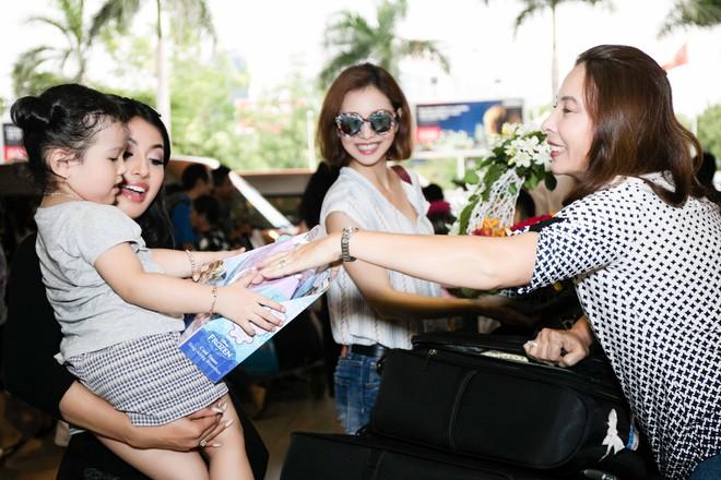 Xuất hiện ở VN, em gái Jennifer Phạm gây ngỡ ngàng vì vẻ xinh đẹp - Ảnh 3.