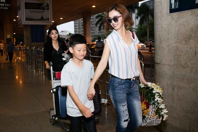 Xuất hiện ở VN, em gái Jennifer Phạm gây ngỡ ngàng vì vẻ xinh đẹp - Ảnh 15.