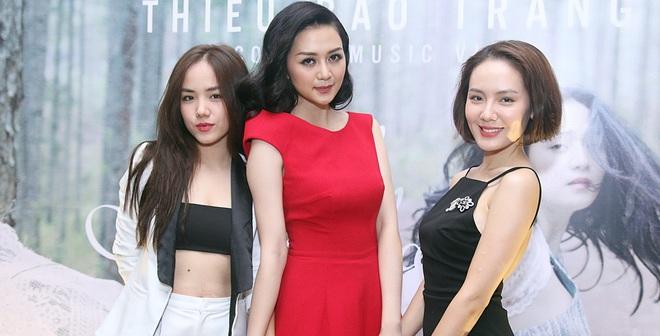 Chị em Phương Linh gợi cảm lấn át Thiều Bảo Trang