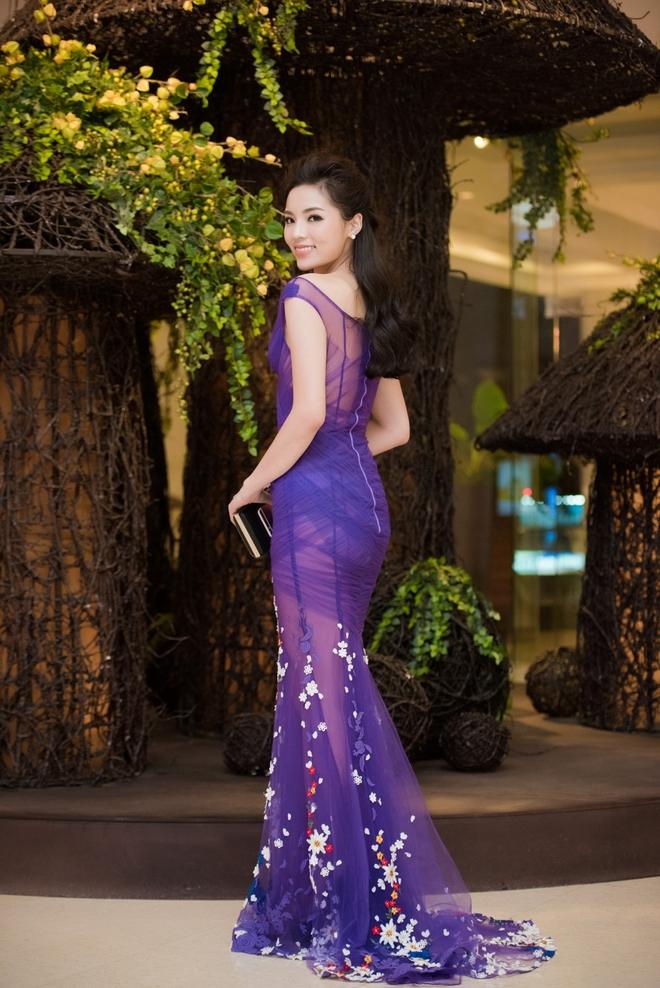 Kỳ Duyên mặc gợi cảm, tự tin đọ sắc cùng Hoa hậu Pháp - Ảnh 3.