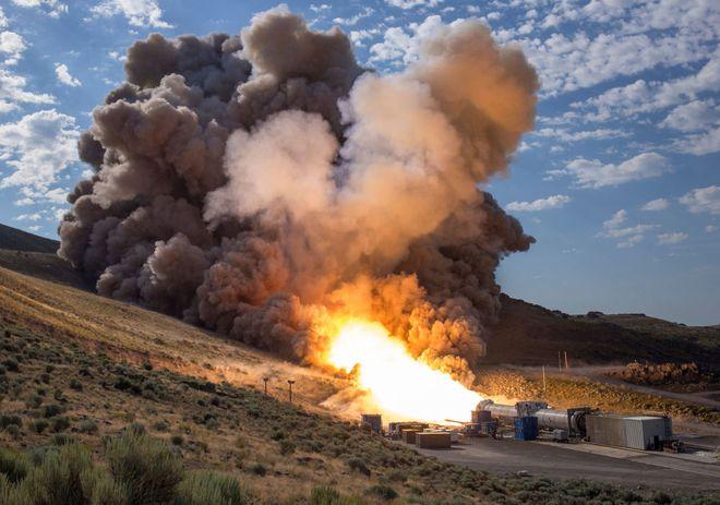 7 ngày qua ảnh: Nữ tiếp viên hàng không tập luyện chống khủng bố - Ảnh 2.