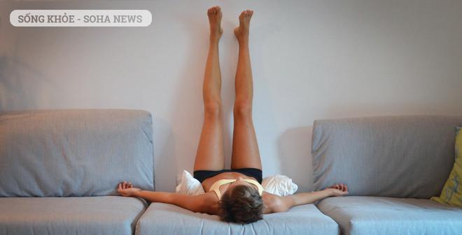 """Dựa chân vào tường: Bài tập thể dục đang """"tạo sóng"""" khắp thế giới"""