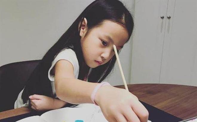 Loạt ảnh cho thấy con gái Triệu Vy đã lớn phổng và ngày càng ra dáng mỹ nhân