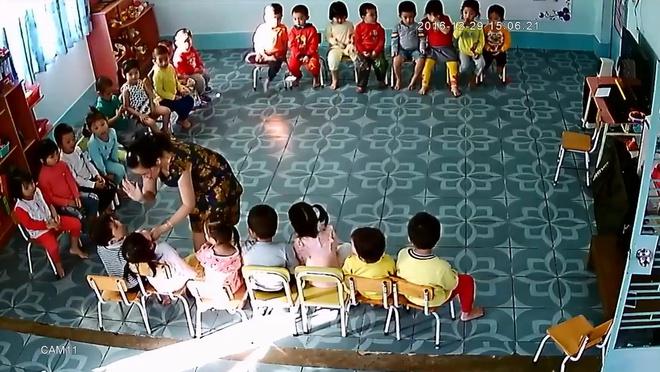Clip cô giáo mầm non tát, vụt học sinh khiến mạng xã hội Việt dậy sóng đêm qua - Ảnh 1.