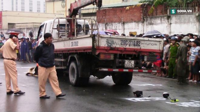 Ngã ra đường, hai nữ công nhân bị xe cán chết thương tâm - Ảnh 2.