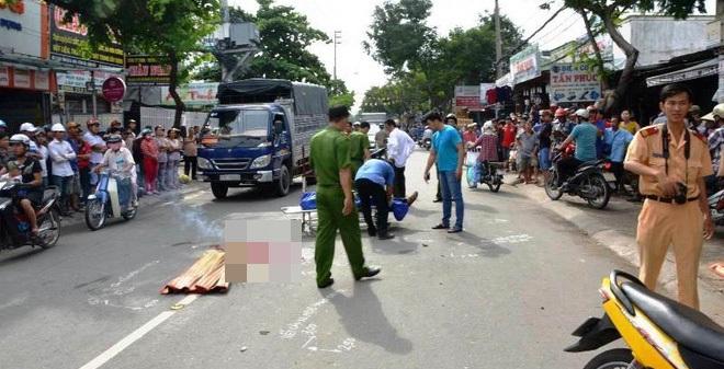 Xe cứu thương tông chết người rồi bỏ trốn ở TP.HCM