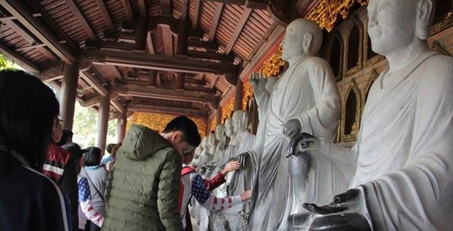 """Kỳ cục tượng phật """"hai màu"""" ở chùa Bái Đính"""