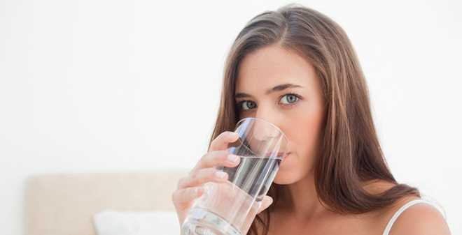Điều gì xảy ra nếu bạn uống nước ấm lúc đói vào mỗi sáng?