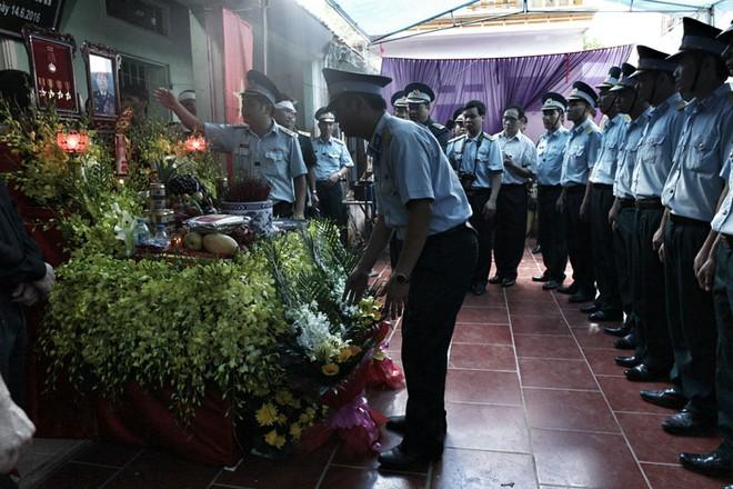 Đưa tiễn Đại tá Trần Quang Khải về nơi an nghỉ cuối cùng - Ảnh 2.