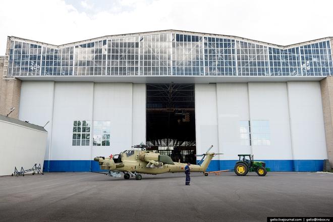 [ẢNH] Thăm nhà máy chế tạo Thợ săn đêm của Nga - Ảnh 14.
