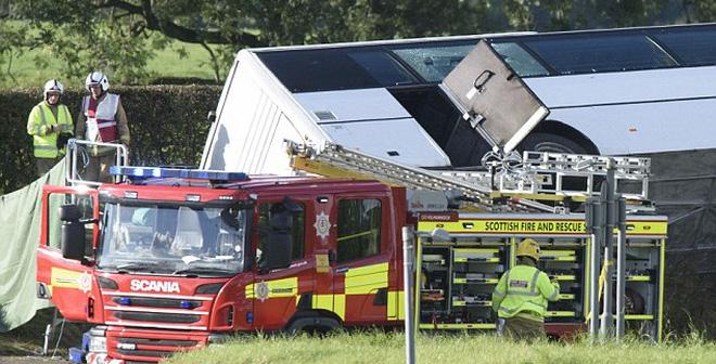 Xe buýt chở CĐV bóng đá gặp tai nạn nghiêm trọng khiến 19 người thương vong