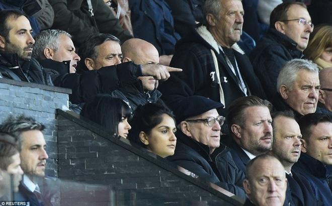 Thắng trận, Mourinho vẫn cay nghiệt, chê bai học trò ở Man United