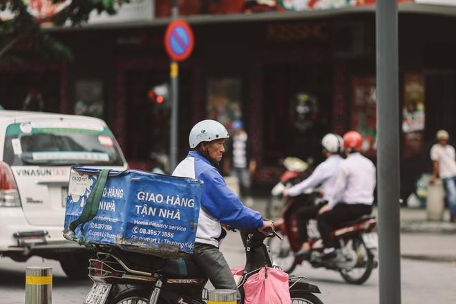 Sài Gòn trở lạnh bất ngờ: Những hình ảnh mưu sinh xúc động - Ảnh 4.