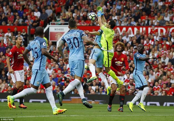 Mourinho sai lầm, Quỷ đỏ bất lực, Old Trafford thất thủ - Ảnh 12.