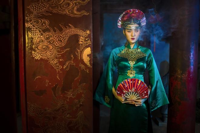 Siêu mẫu Hà Phương, Hạ Vy đầy ma mị với hình ảnh cô đồng - Ảnh 3.