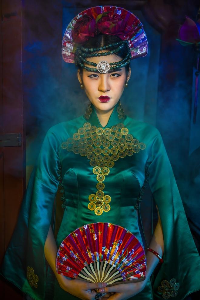 Siêu mẫu Hà Phương, Hạ Vy đầy ma mị với hình ảnh cô đồng - Ảnh 5.