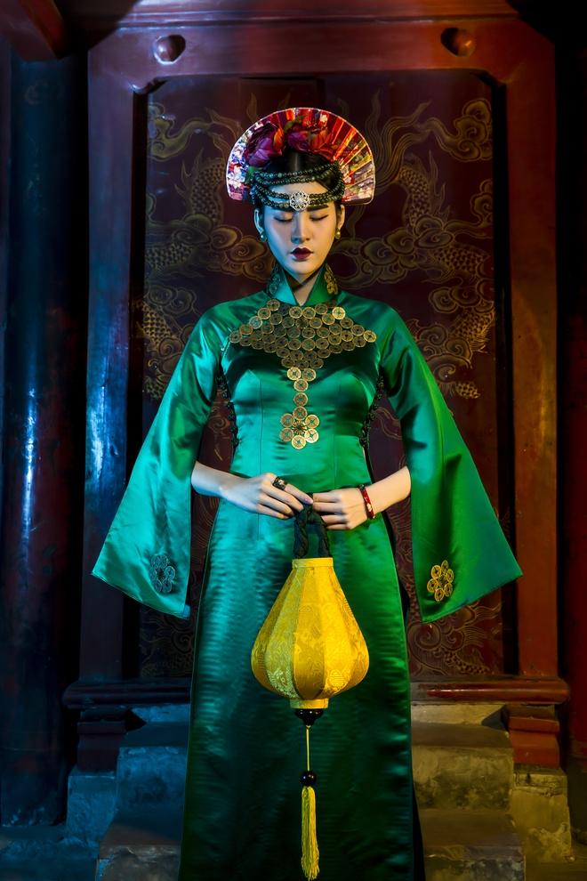 Siêu mẫu Hà Phương, Hạ Vy đầy ma mị với hình ảnh cô đồng - Ảnh 7.