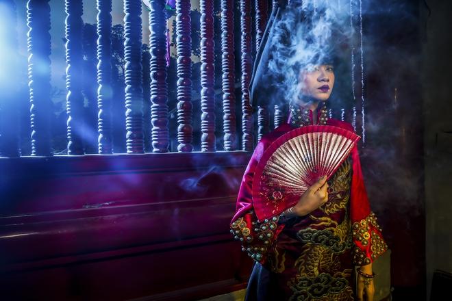 Siêu mẫu Hà Phương, Hạ Vy đầy ma mị với hình ảnh cô đồng - Ảnh 8.