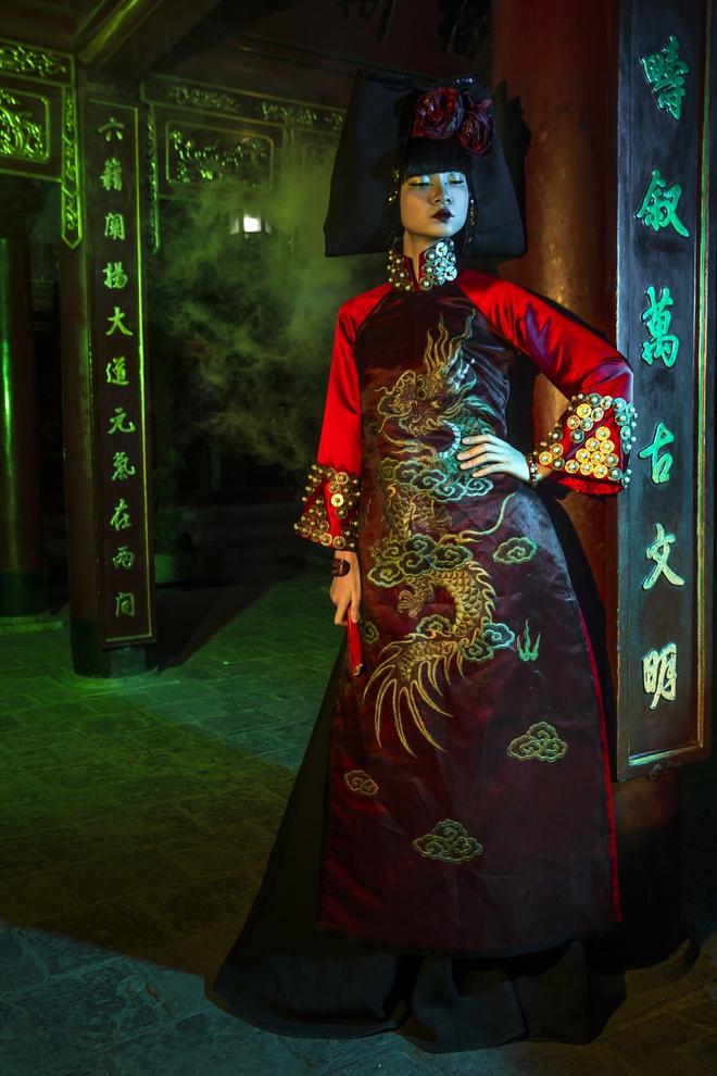 Siêu mẫu Hà Phương, Hạ Vy đầy ma mị với hình ảnh cô đồng - Ảnh 9.