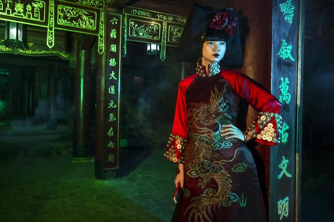 Siêu mẫu Hà Phương, Hạ Vy đầy ma mị với hình ảnh cô đồng - Ảnh 10.