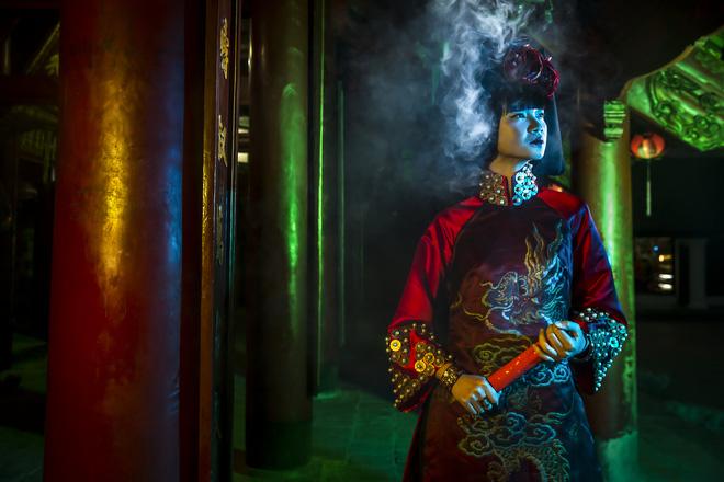 Siêu mẫu Hà Phương, Hạ Vy đầy ma mị với hình ảnh cô đồng - Ảnh 11.