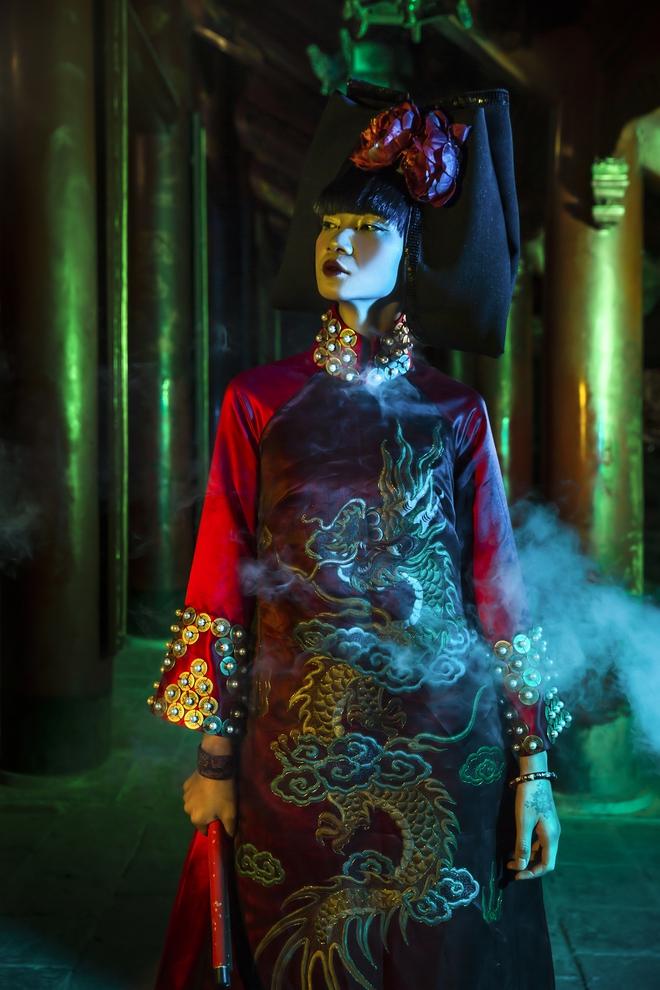 Siêu mẫu Hà Phương, Hạ Vy đầy ma mị với hình ảnh cô đồng - Ảnh 12.
