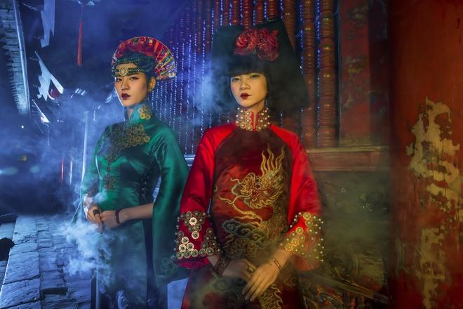 Siêu mẫu Hà Phương, Hạ Vy đầy ma mị với hình ảnh cô đồng - Ảnh 13.