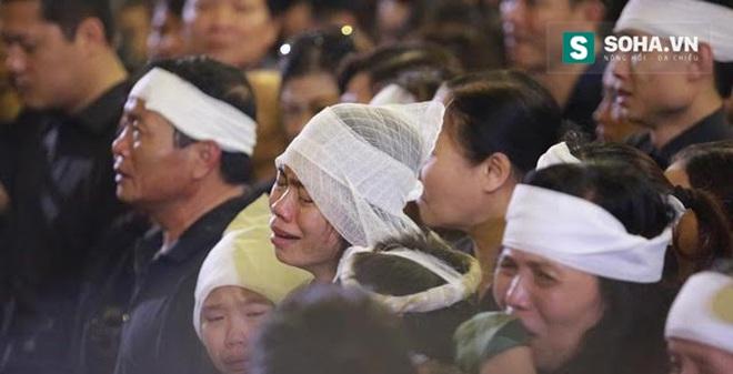 Vợ Trần Lập khóc ngất đưa tiễn chồng về cõi vĩnh hằng